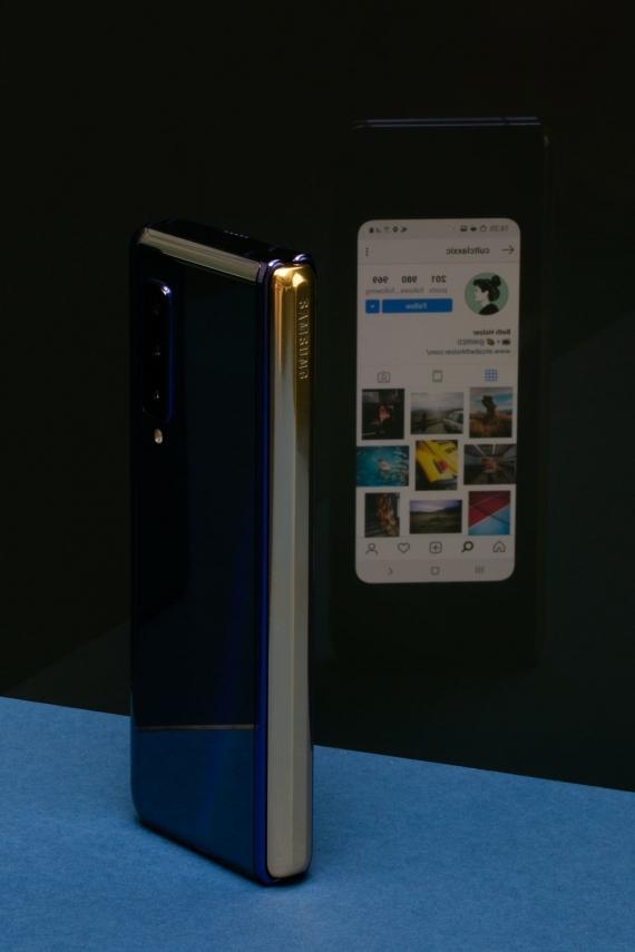 Что говорят журналисты о складном смартфоне Samsung Galaxy Fold20
