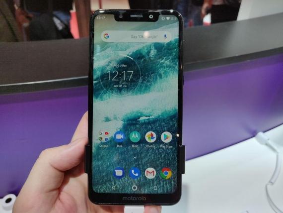 Motorola One и One Power—первые смартфоны бренда на Android One1