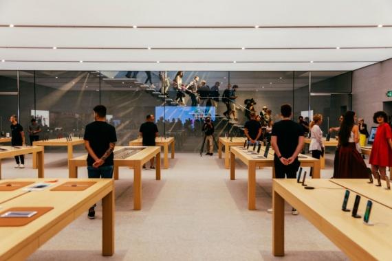 Piazza Liberty — самый красивый Apple Store7