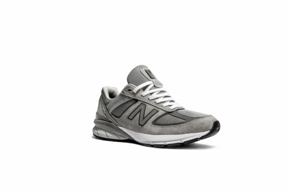 New Balance перевыпустила модель любимых кроссовок Стива Джобса1