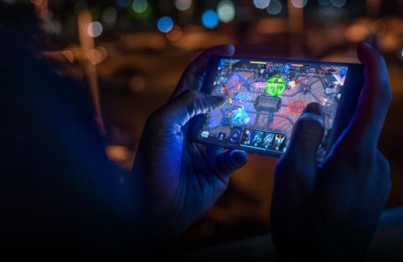 Razer представила Phone 2 с RGB-подсветкой и беспроводной зарядкой2