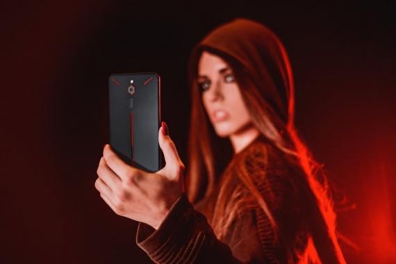 Nubia представила игровой смартфон Red Magic1