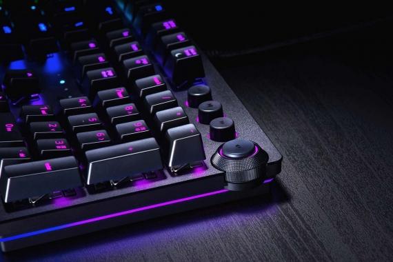 Razer выпустила клавиатуры с оптическими клавишами5
