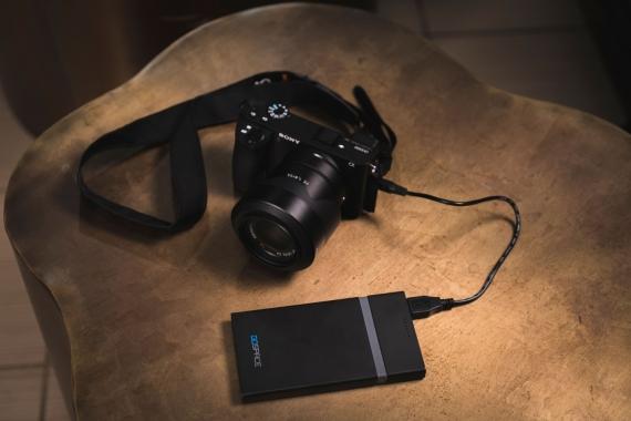 GOSPACE заряжает устройства и читает SD-карты без проводов2
