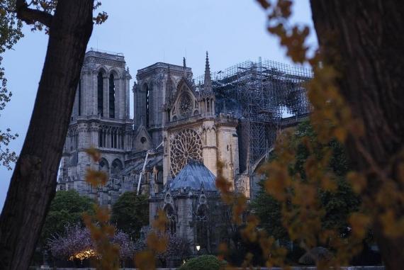 Первые фото Собора Парижской Богоматери после пожара9