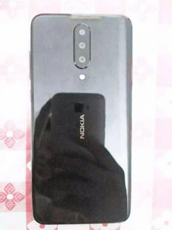 Появились изображения смартфона Nokia с тройной камерой1