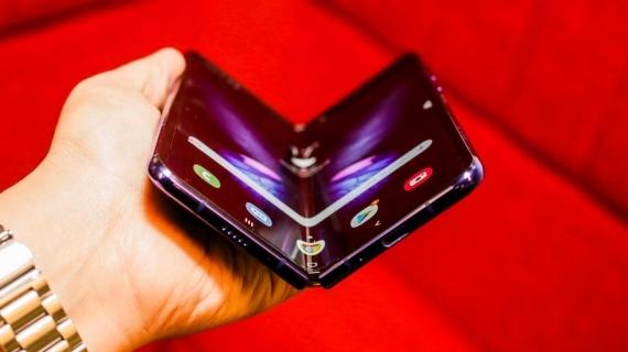 Что говорят журналисты о складном смартфоне Samsung Galaxy Fold12