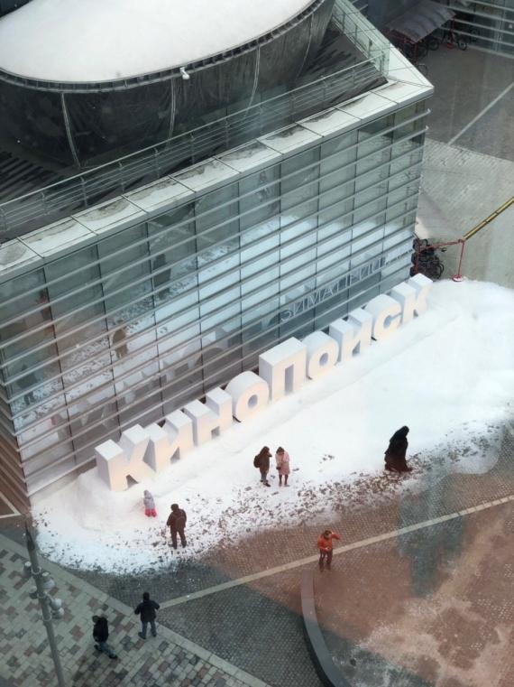 К офису «Яндекса» привезли снег в честь выхода «Игры престолов»4