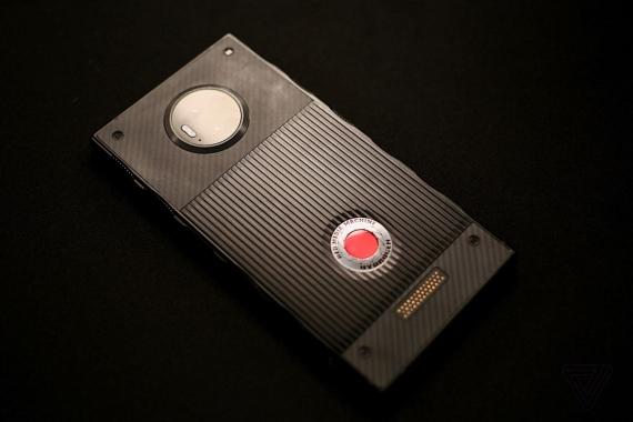 Появились первые живые фотографии RED Hydrogen One6