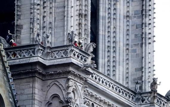 Первые фото Собора Парижской Богоматери после пожара7