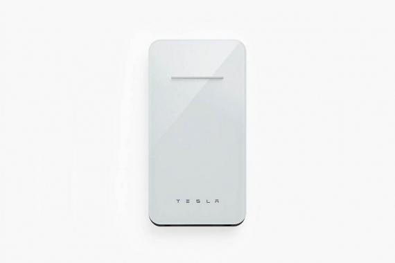 Tesla выпустила повербанк с беспроводной зарядкой2