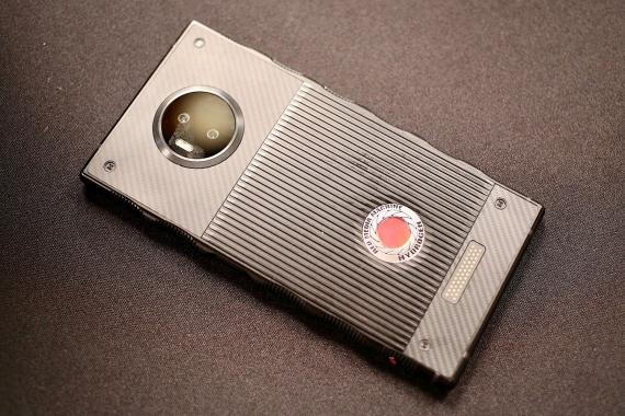Появились первые живые фотографии RED Hydrogen One4