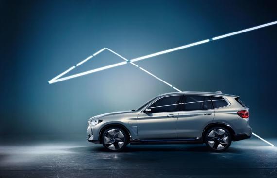 BMW выпустит электрическую версию кроссовера X33