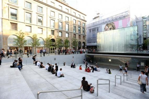 Piazza Liberty — самый красивый Apple Store1