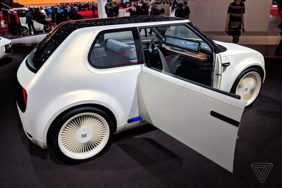 Электромобиль Honda Urban EV показали вживую1