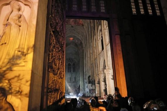 Первые фото Собора Парижской Богоматери после пожара2
