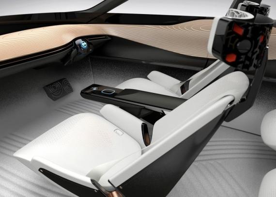Электромобиль Nissan IMx Kuro следит за мозговой активностью водителя5