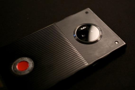 Появились первые живые фотографии RED Hydrogen One7