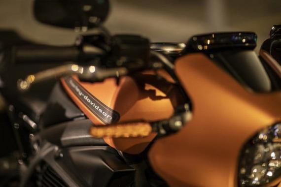 Harley-Davidson представила электрический мотоцикл LiveWire16