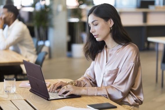 Самый технологичный ноутбук HP поступил в продажу в России1