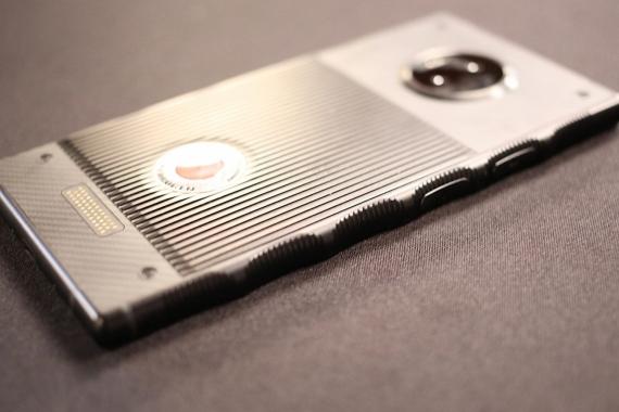 Появились первые живые фотографии RED Hydrogen One5