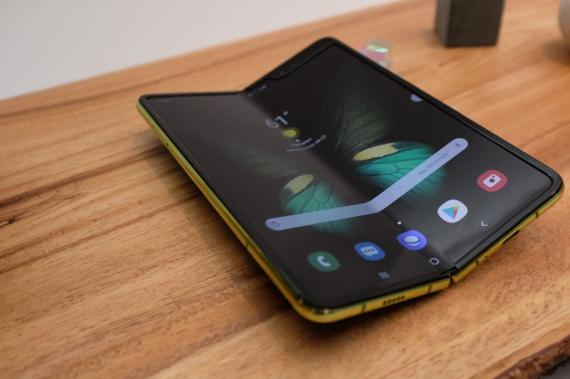 Что говорят журналисты о складном смартфоне Samsung Galaxy Fold30