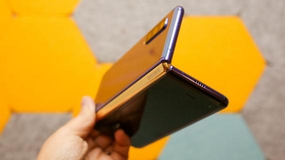 Что говорят журналисты о складном смартфоне Samsung Galaxy Fold11