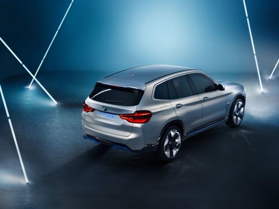 BMW выпустит электрическую версию кроссовера X36