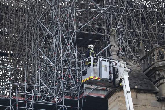 Первые фото Собора Парижской Богоматери после пожара8