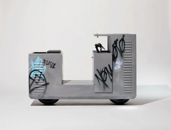 Студия J.Ruiter сделала электробайк в виде трансформаторной будки с граффити1