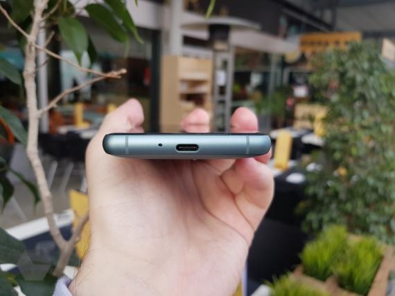 Sony представила Xperia XZ2 и XZ2 Compact5