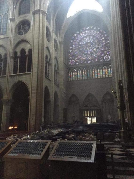 Первые фото Собора Парижской Богоматери после пожара5