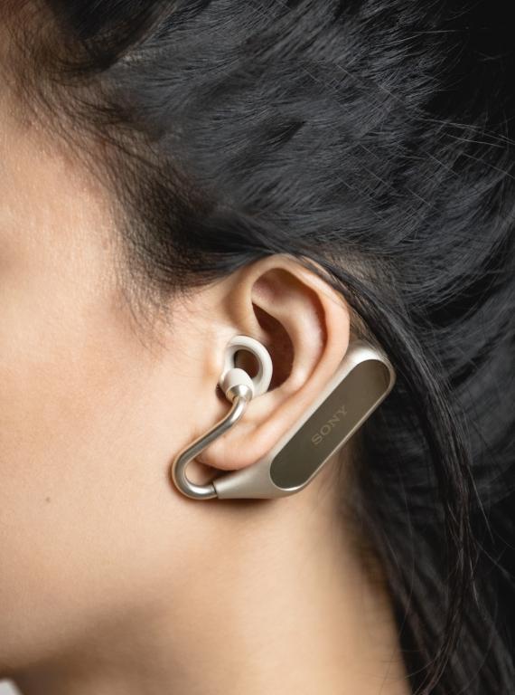 Sony открыла предзаказ на наушники Xperia Ear Duo в России1