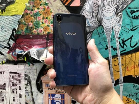 Vivo анонсировала среднебюджетный V11 со сканером отпечатков пальцев под экраном2