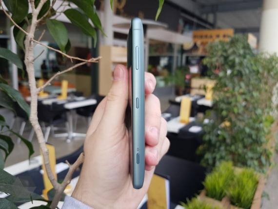 Sony представила Xperia XZ2 и XZ2 Compact3