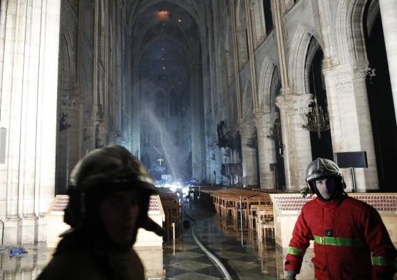 Первые фото Собора Парижской Богоматери после пожара6