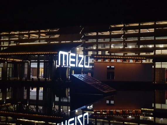 Meizu 15 Plus: главные плюсы и минусы27