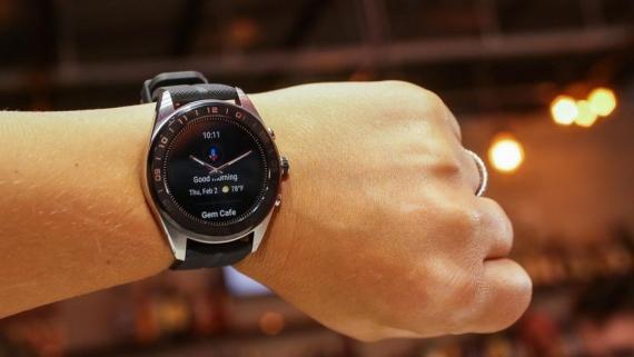 LG Watch W7 — гибридные часы с Wear OS и механическими стрелками1