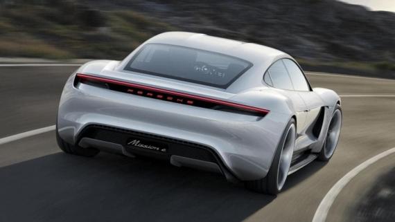 Porsche выпустит первый электрокар в 2019 году0