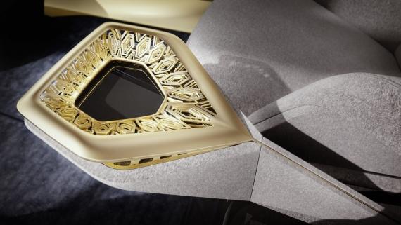 Aston Martin представила роскошный электрический седан5