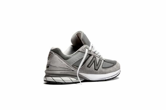 New Balance перевыпустила модель любимых кроссовок Стива Джобса3