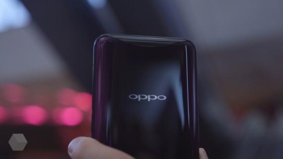 Первый взгляд на безрамочный Oppo Find X2