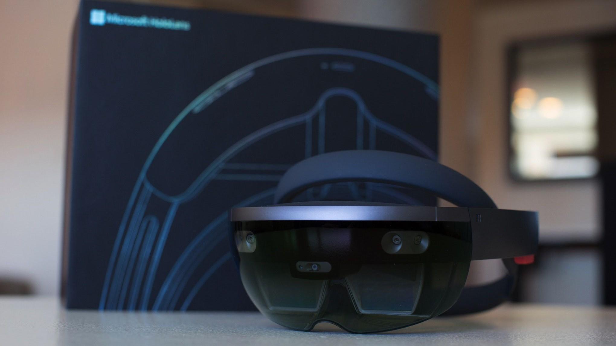 Google работает над автономным AR-шлемом
