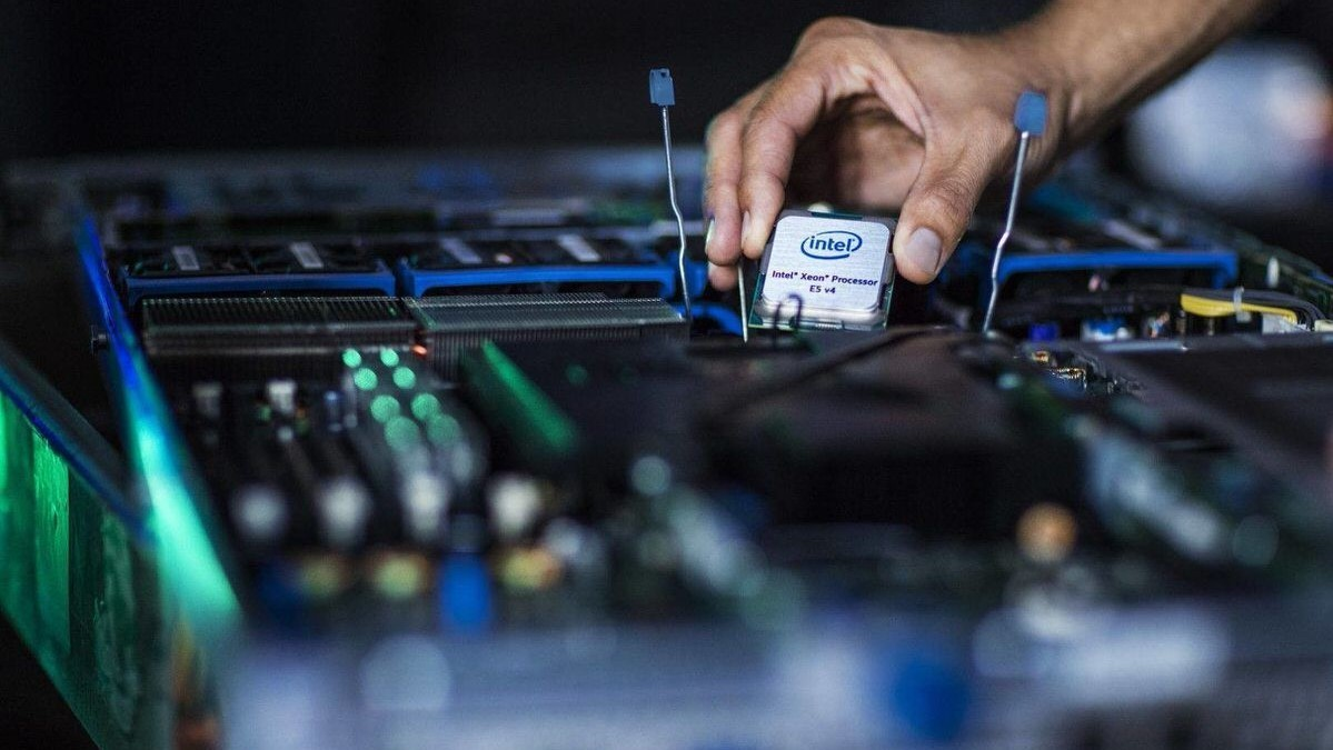 Intel анонсировала процессоры Xeon Cascade Lake-AP и Xeon E-2100