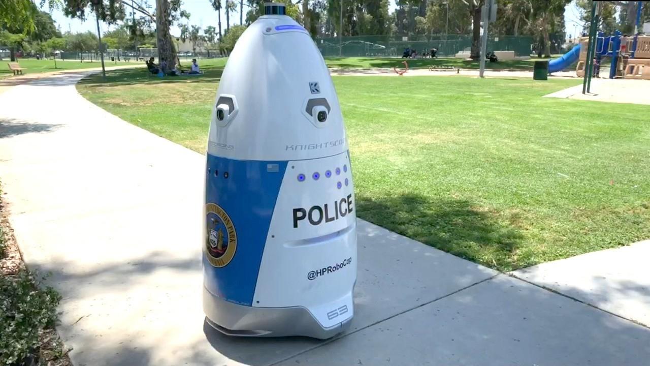 Rozetked Weekly: дата выхода PS5, необычный смартфон Essential и хамоватый робот-полицейский5