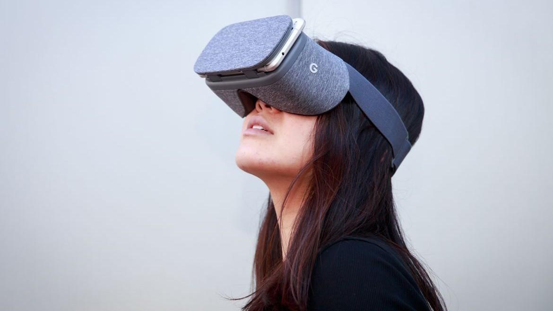 VR-гарнитура Daydream получит поддержку нескольких контроллеров