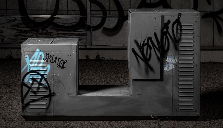 Студия J.Ruiter сделала электробайк в виде трансформаторной будки с граффити