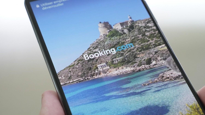 Владельцы смартфонов Huawei заметили рекламу на экране блокировки