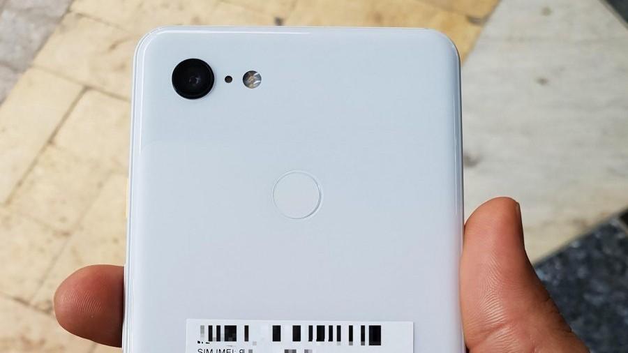 «Живые» фотографии Google Pixel 3 XL в белом цвете