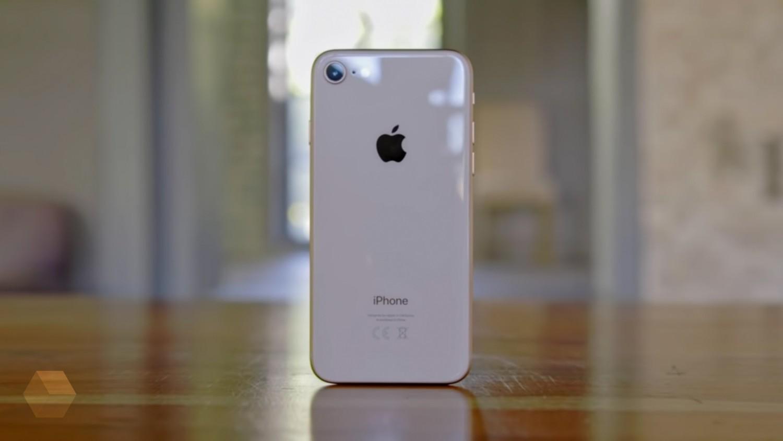 Чехол для iPhone 9 засветился в магазине Best Buy
